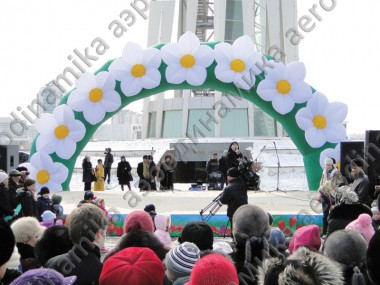 Scene decoration with round arch with inflatable flowers