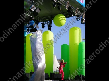 Inflatable columns, spheres and air-fountains as a stage decoration