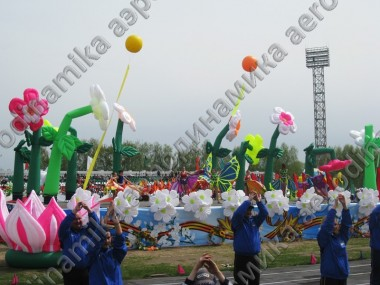 Inflatable dancing flowers as a stage decoration