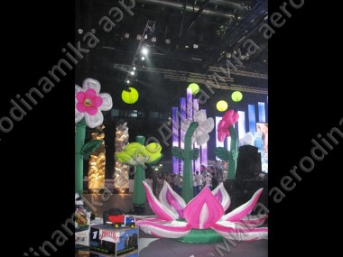 Inflatable dancing flowers as holiday decoration with inflatable lily flower and air-fountains
