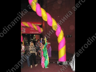 Inflatable spiral dancing tubes as event decoration