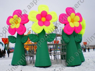 Inflatable flowers as event decoration