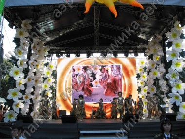 Stage decorated with inflatable flower garlands