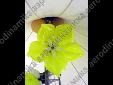 Inflatable flowers and garlands