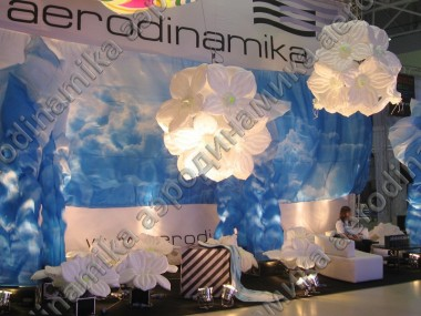 Aerodinamika exhibition stand decorated with flower balls