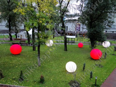 Inflatable spheres with inner backlight as outdoor décor