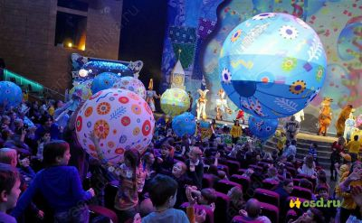 Interactive inflatable balls for kids performance