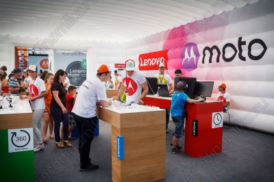 Lenovo Moto Ad inflatable cube interior