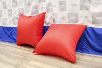 Interactive pillows for crowd battles