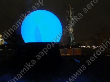 Inflatable sphere screen on the roof top