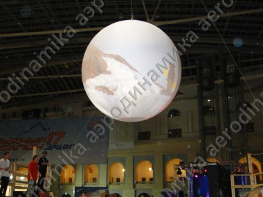 Inflatable top-hanged sphere screen