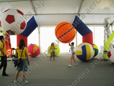 Inflatable airtight balls for a sport exhibition