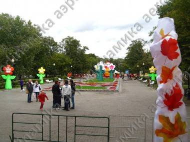 Avenue decorated with inflatable flowers and other Inflatables