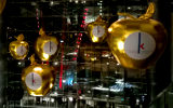 Golden Apples for Shopping Center Decoration
